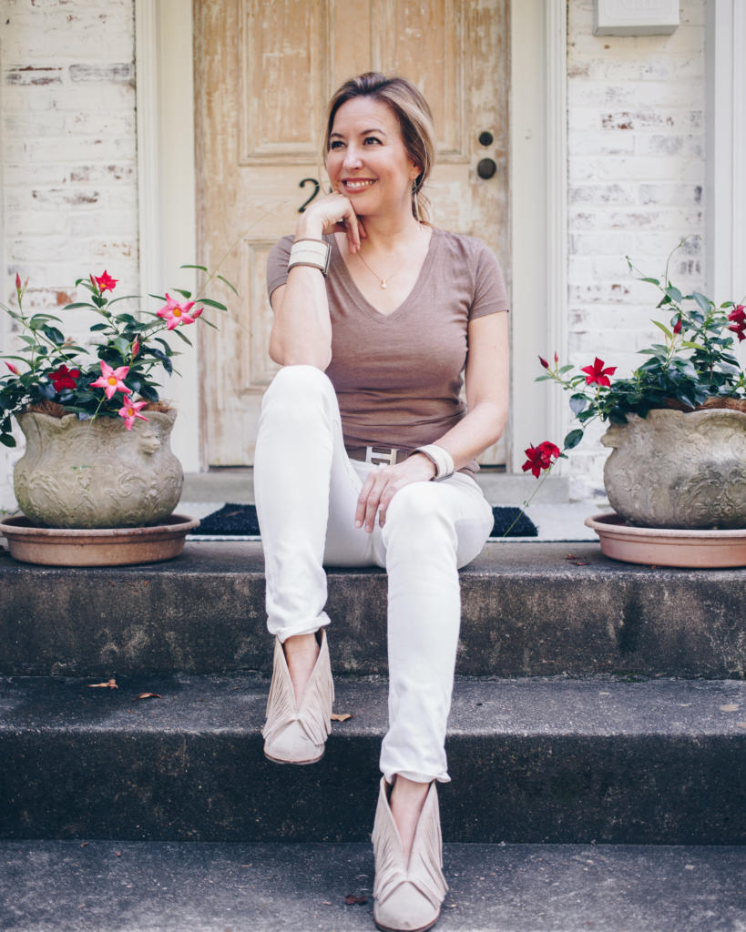 138745144b The Key To Wearing White Jeans After Labor Day Is What You Pair With Them.